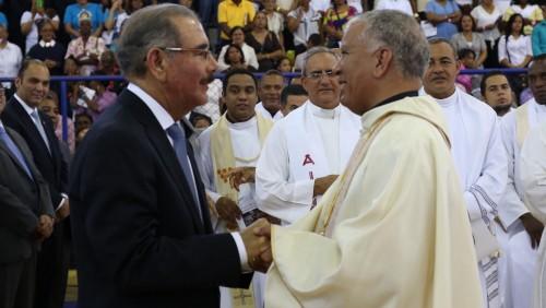Presidente-asiste-a-Ordenanción-Obispo-Barahona.jpg