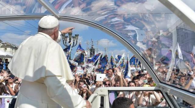 Papa-Interroga-a-los-jóvenes.jpg